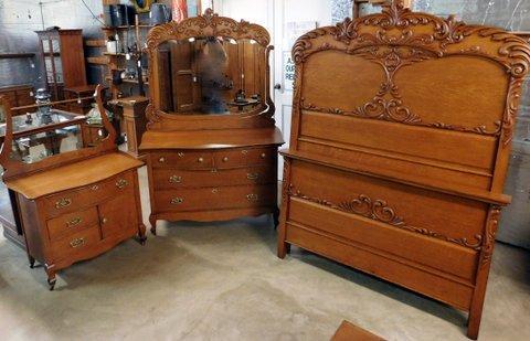 Smith\'s Antiques - #D507 3 Piece Matching Oak Bedroom Set ...